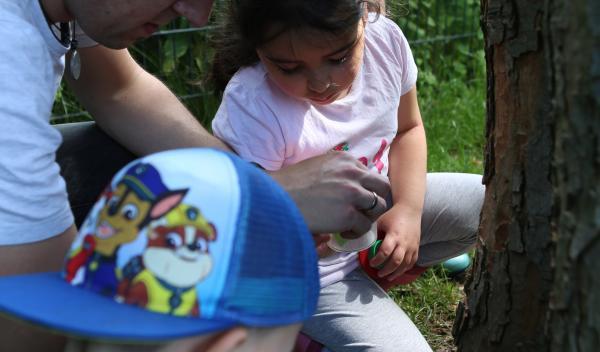 Gemeinsam mit Frau Ehses (Dipl. Geografin), ausgestattet mit großen Lupen und Lupengläsern, ging es auf die Suche.