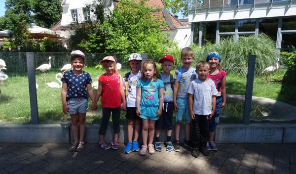 Die Schulanfänger fahren zum Zoo nach Bochum