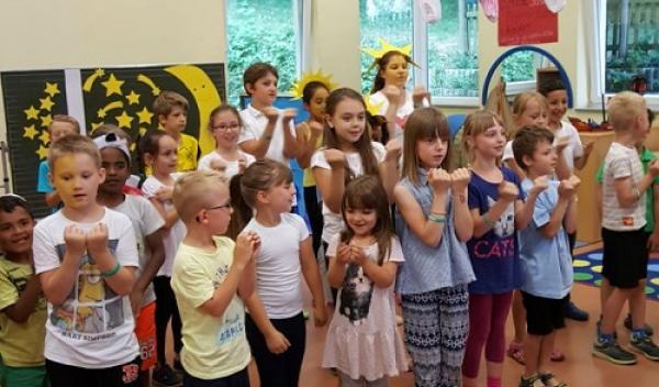 Kinder singen Soco, Bate, Vira