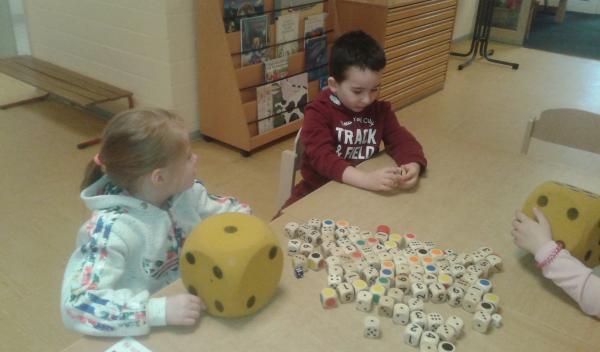 Die Kinder entdecken die Zahlen