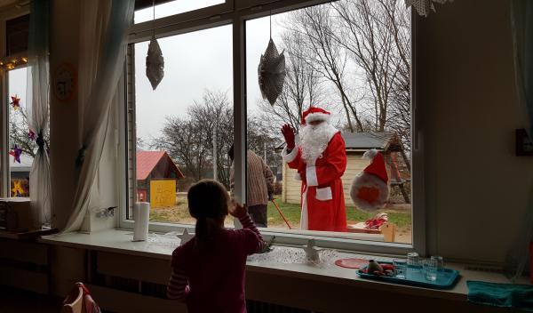 Der Nikolaus besucht den Integrationskindergarten